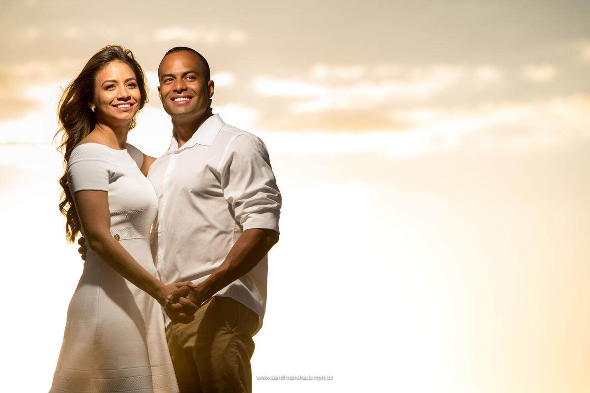 Retrato dos noivos, contraste, pele branca e pele negra, uma linda mistura.