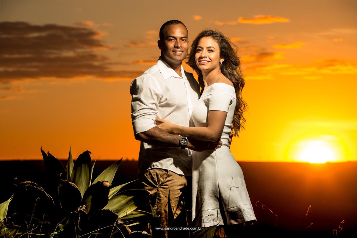 Simples e unica, sorriso radiante e um casal feliz.