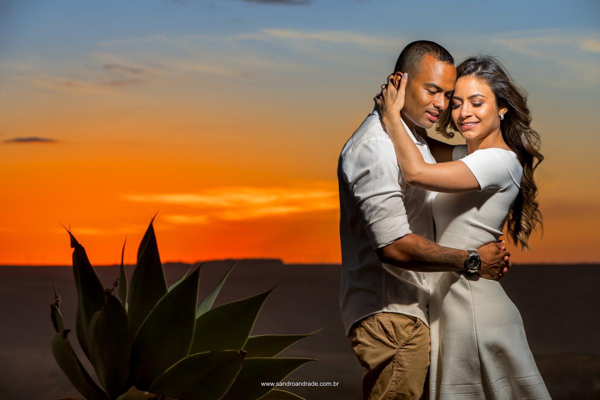 Enamorados...Rayane e Ayrton, desejamos não somente tudo que foi marcado nas fotos de vocês, mas muita felicidades, sucesso e cumplicidade.