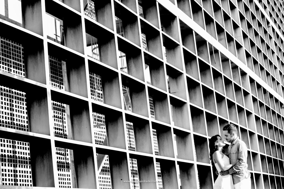 Fotografia em preto e branco, em um misto de amor e lembranças do tempo de faculdade neste lugar onde se passou um capitulo desta historia de amor.