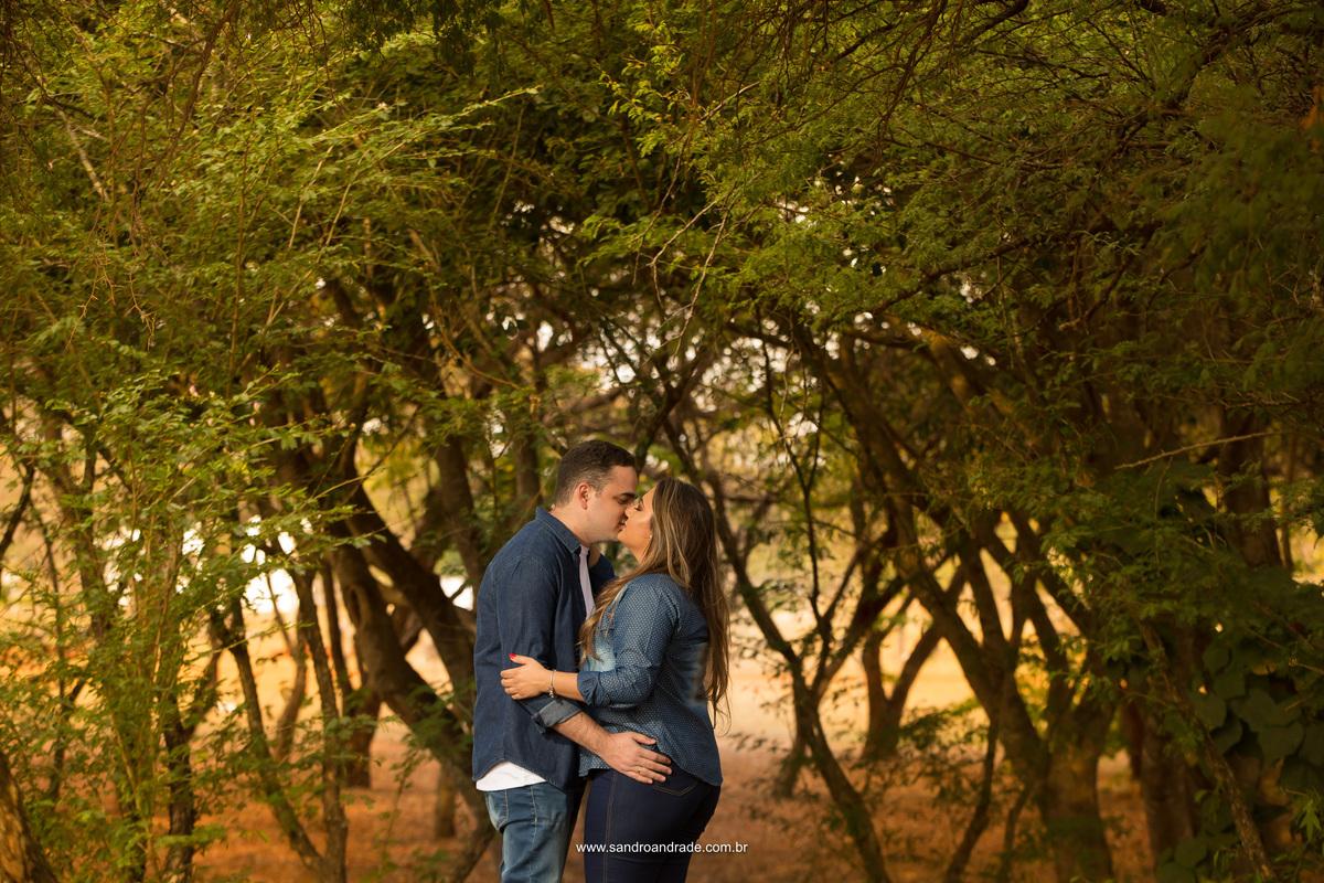O beijo teu, me leva além e a imaginar o nosso beijo no grande dia do nosso casamento.
