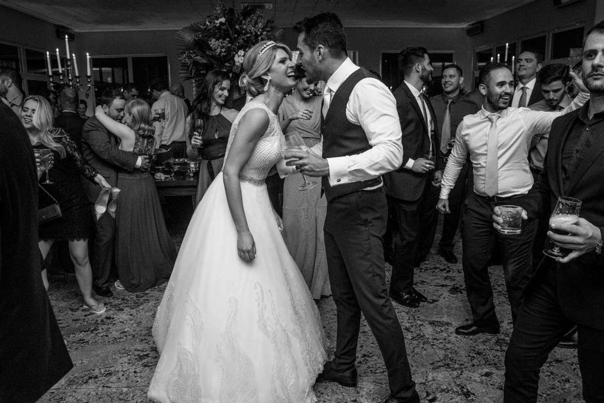 Uma história de amor, que reflete em tudo que fazem, como um simples dançar em frente um ao outro.