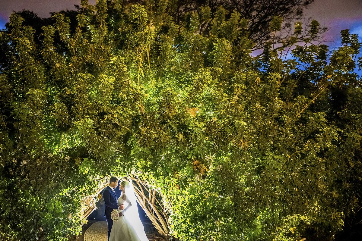 Num momento a dois, eles fotografam nesse lindo cenário do contemporâneo park, lindos e apaixonados.