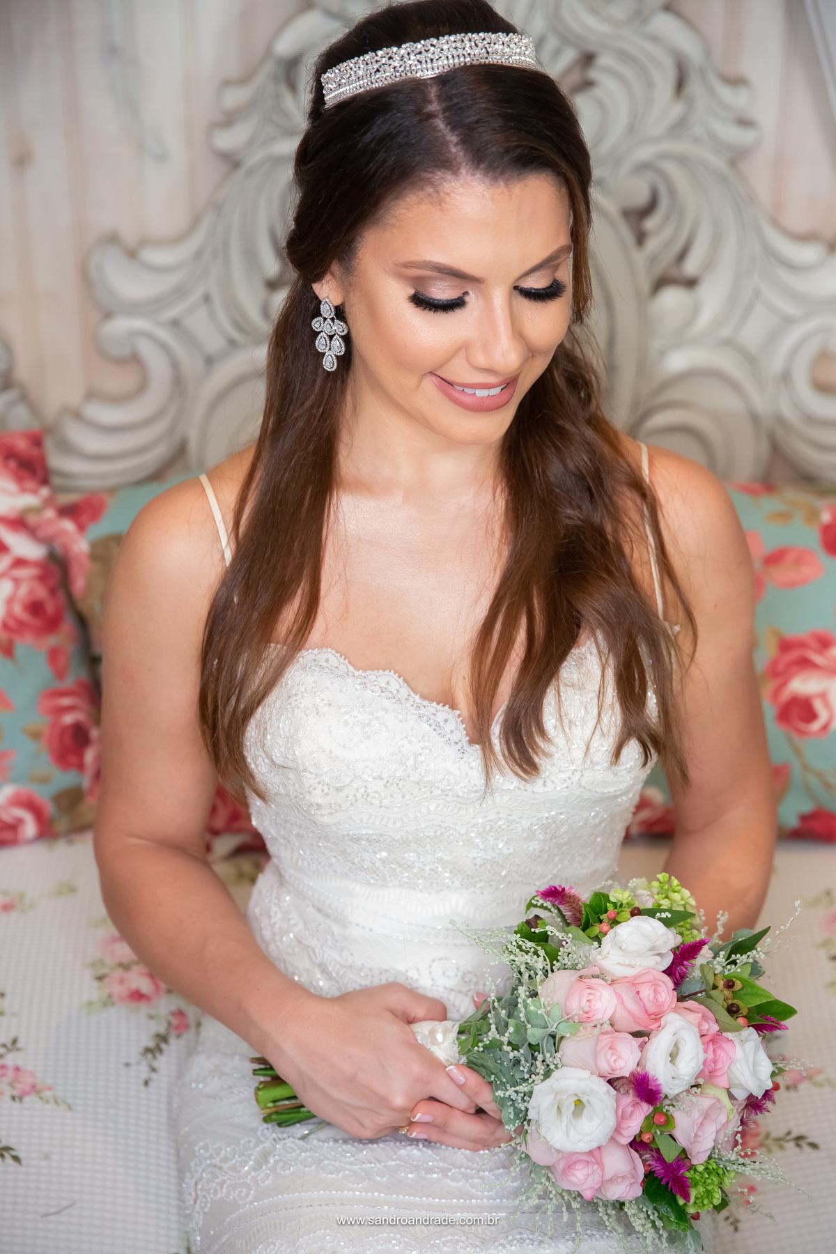 Retrato da noiva com os belíssimos acessórios de noiva, click por Sandro Andrade fotógrafo profissional em Brasilia - BSB - DF.