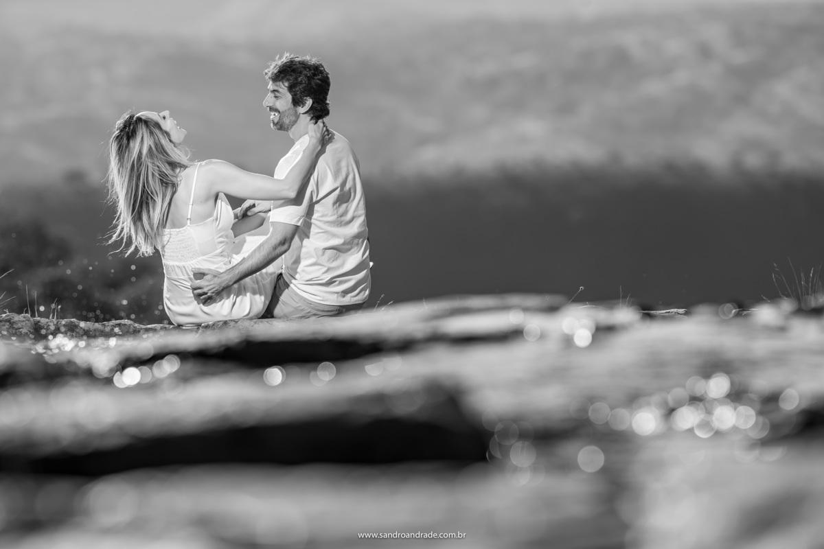 Descontraídos e apaixonados...assim iniciamos o ensaio de Adriana e Igor na Cachoeira do Paraíso na Terra em Brazlândia - Brasília - DF