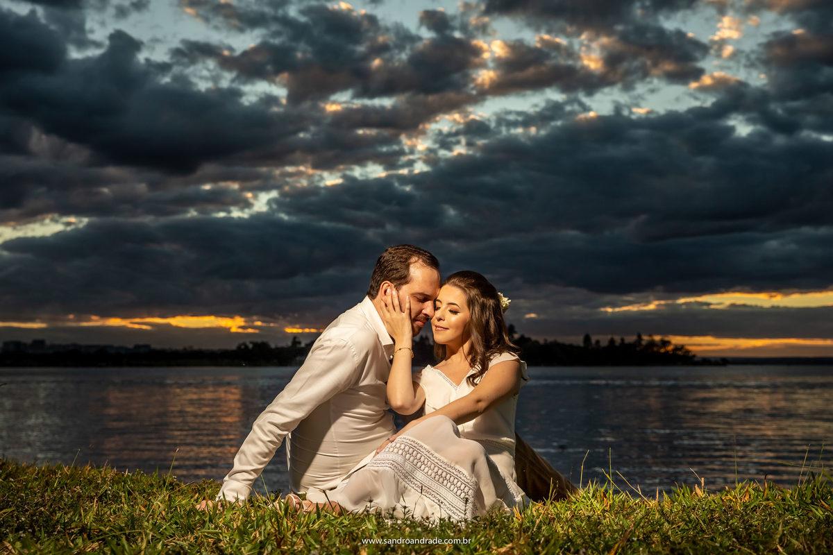 Muito amor neste retrato do casal, fotografia de casamento é tudo de bom, trabalhar com um dos principais mandamentos de DEUS, muito bm, retratar cada nova história, cada família que se inicia, é uma benção.
