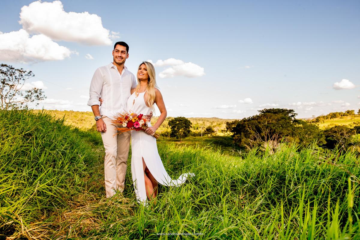 Os noivos Cecilia e Marcos escolheram a fazenda Recanto das Águas como locação do ensaio romântico deles, local lindo, casal lindo.