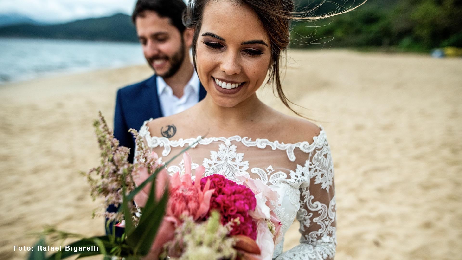 Imagem capa - Casamento na praia // Toque Toque Pequeno, São Sebastião-SP por Elton Sabatino