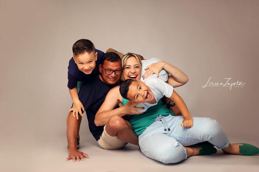 Imagem capa - Família Linda Passando Por Aqui! por Lorena Zapata