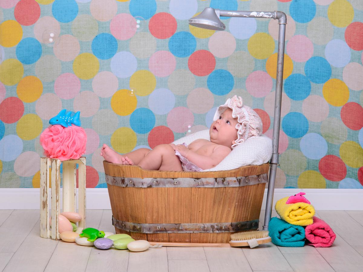 sessão de banho, toalha, sabonete, banheira, chuveiro, bolhas de sabão,