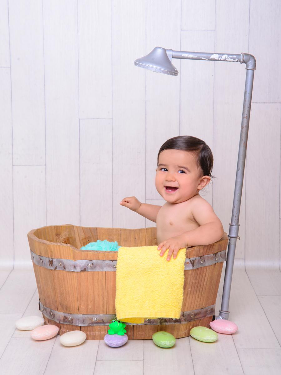 sessão de banho, toalha, banheira, chuveiro, alegria, diversão, gargalhada.
