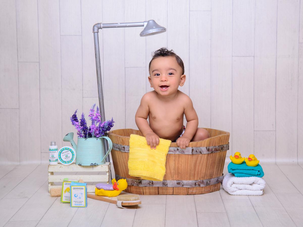 sessão de banho, toalha, sabonete, banheira, chuveiro, sabão, espuma, cores, fofura, patinhos, granado, flores, regador.