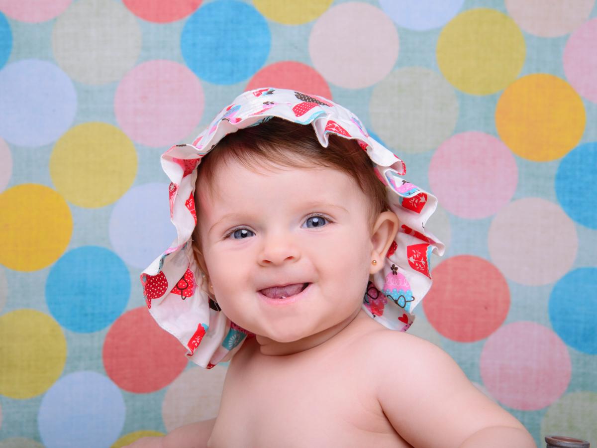 sessão de banho, touca, cores, bebê ruivo, olhos azuis.