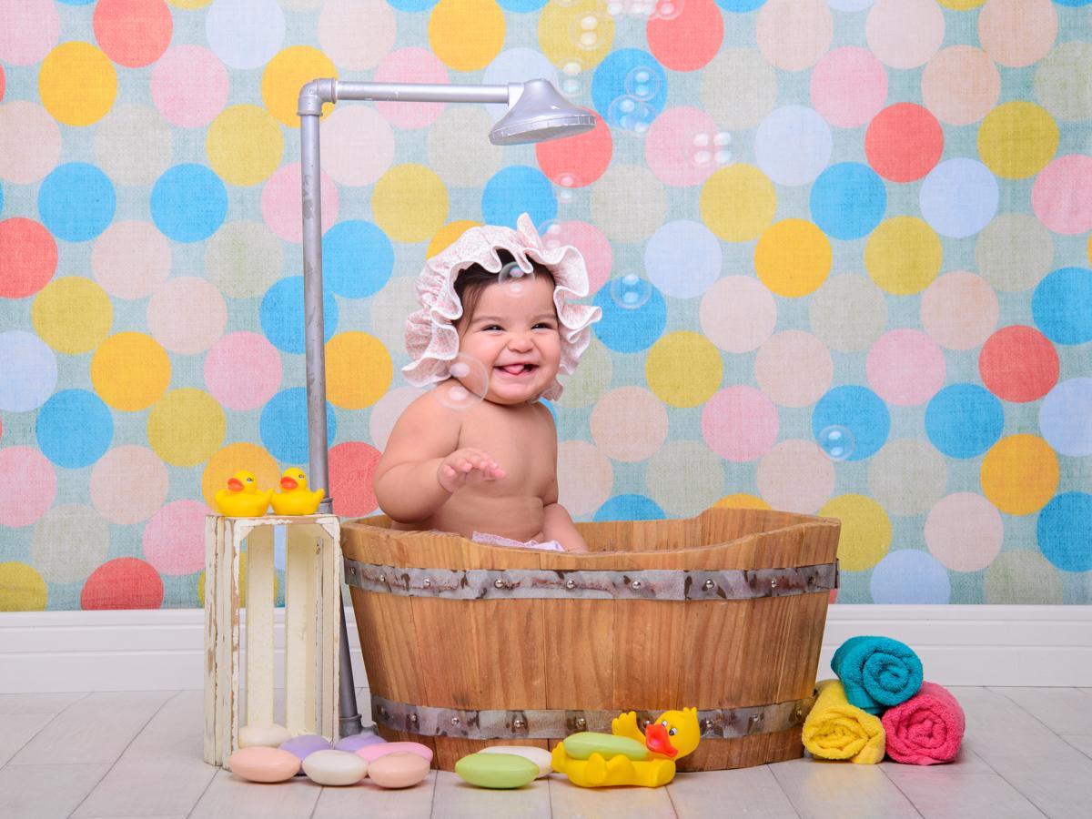 sessão de banho, toalha, sabonete, banheira, chuveiro, bolhas de sabão, bebê sapeca, patinhos.