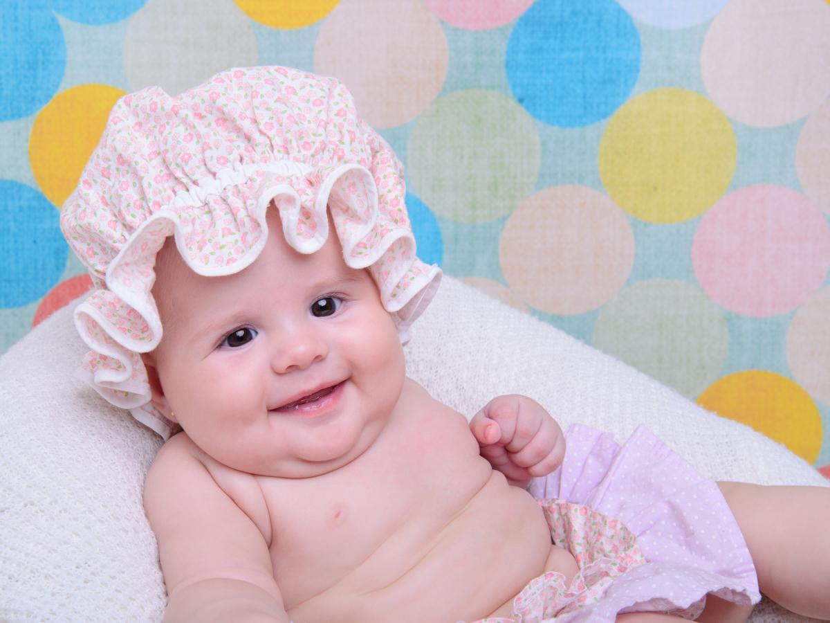 sessão de banho, cores, risada, touca de banho, saia, fofura, bebê fofo.