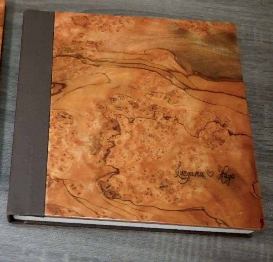 Imagem capa - Álbum DUPLO de Lulu + Hugo: Madeira Exótica Laqueado + Gravação à laser por Junior Barreto