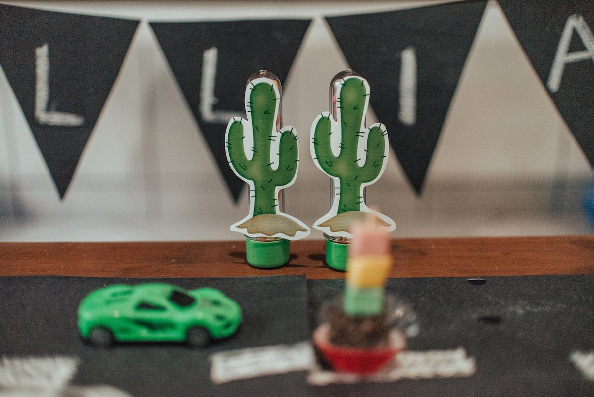 Fotografia da decoração da festa de 2 aninhos. Tema da Festa Hotwheels.