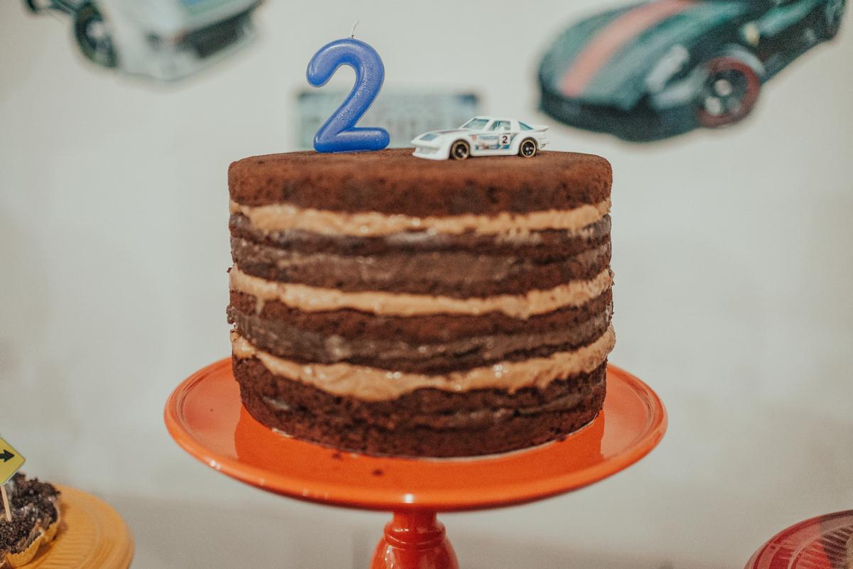 Fotografia do bolo de aniversário de 2 anos.