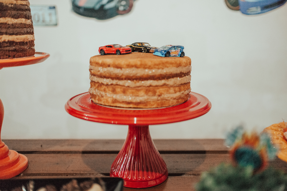 Fotografia do segundo bolo de aniversário da festa de 2 aninhos tema hotwheels.