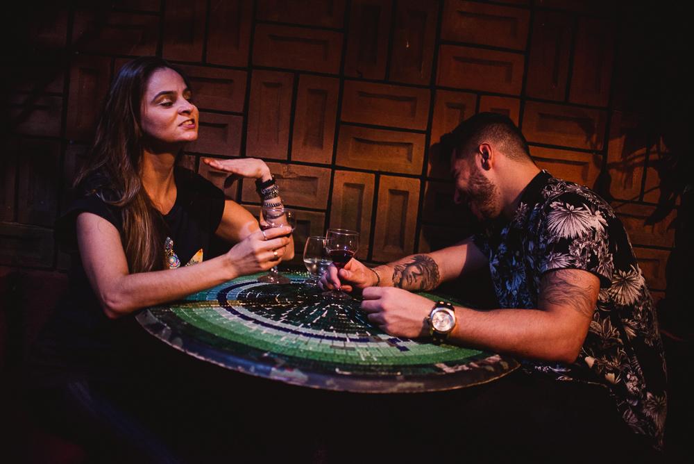 Ensaio pré casamento realizado no Vilão Bar, Londrina, Paraná.