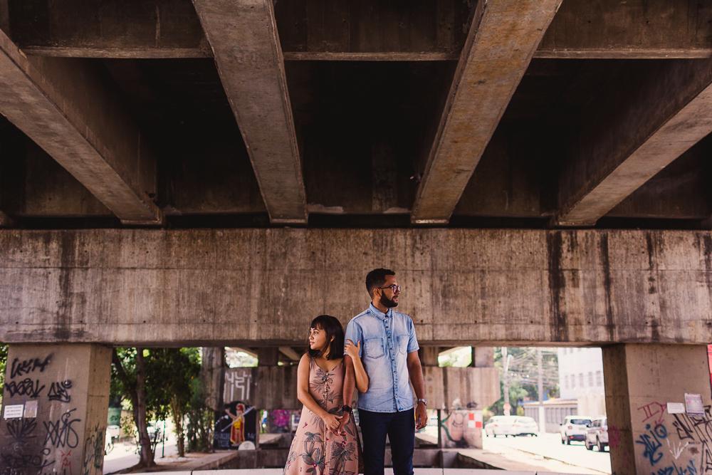 Retrato Fotográfico do casal em baixo da terceira ponte. Em Vila Velha, ES.