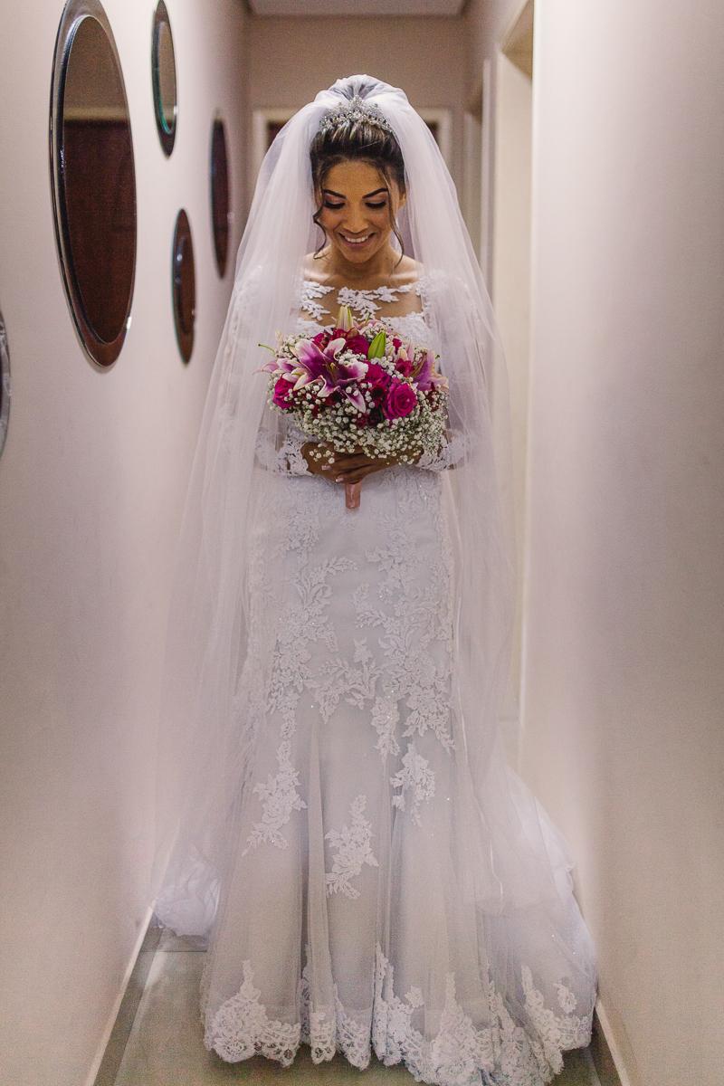 Retrato noiva pronta para cerimônia de casamento.