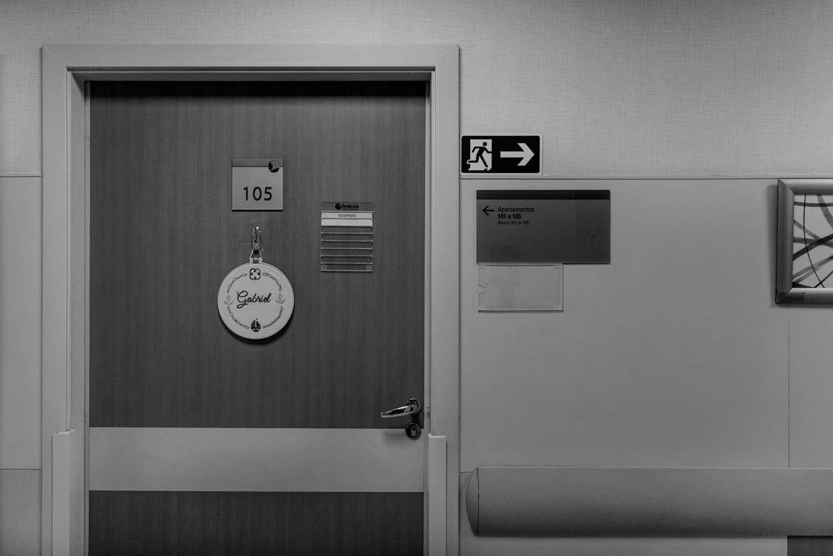 Porta do quarto do Hospital e Maternidade Santa Lúcia em Botafogo, Rio de Janeiro. Plaquinha de recém nascido