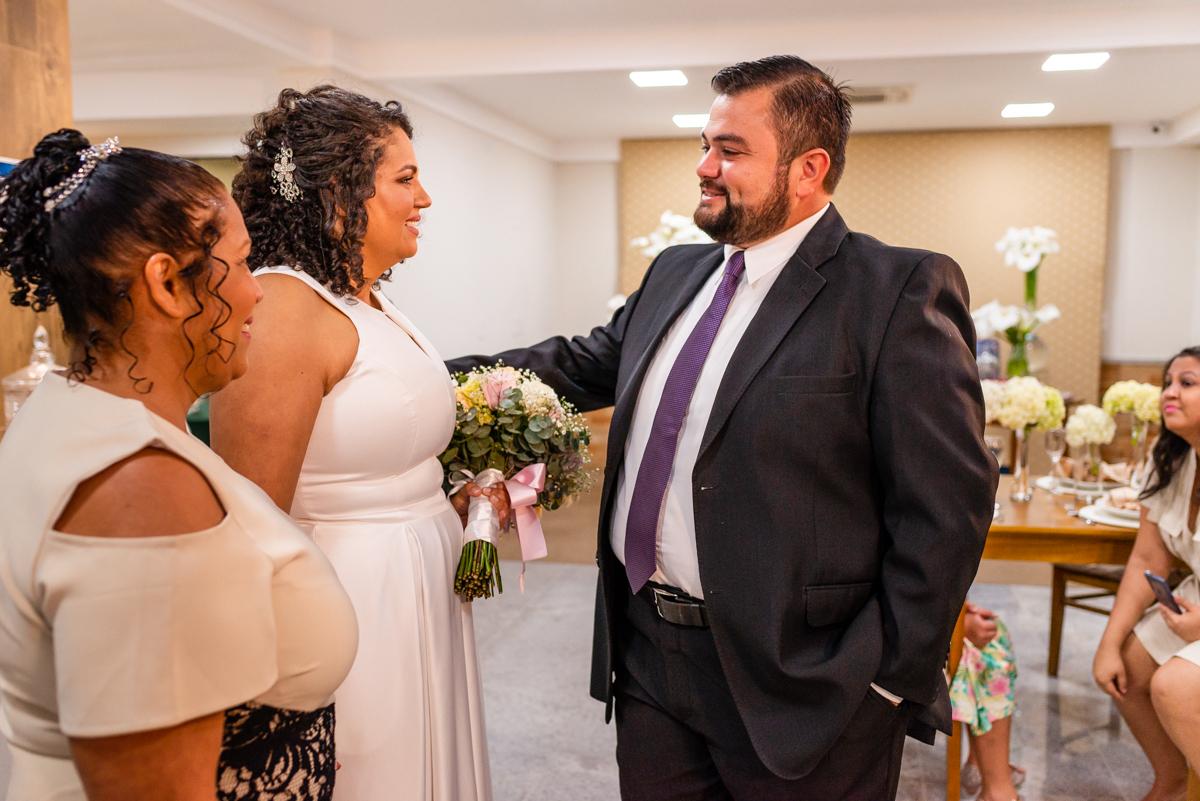 Encontro dos noivos no altar - Fotografia de casamento - Fotógrafo de casamento em Vitória ES