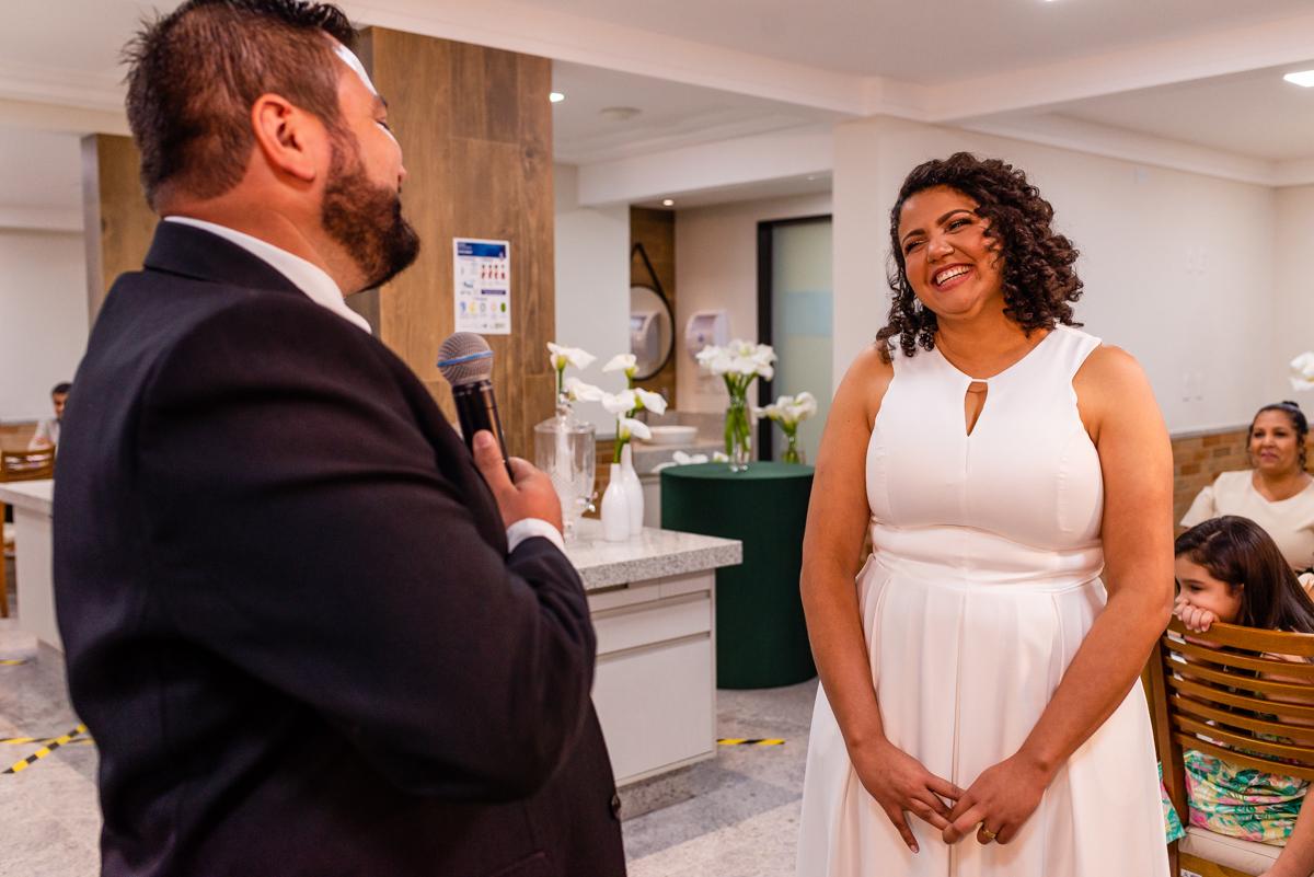 Voto do noivo para noiva - Momento de votos na cerimônia de casamento realizada em vitória es