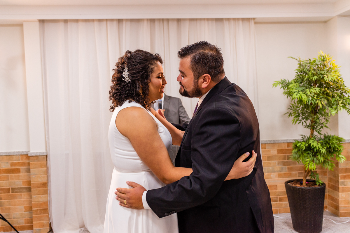Memento do Beijo dos noivos na cerimônia de casamento