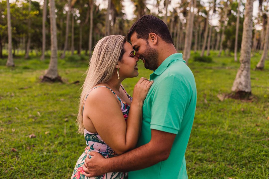 casal de testa colada, na praia de coqueiral de aracruz.