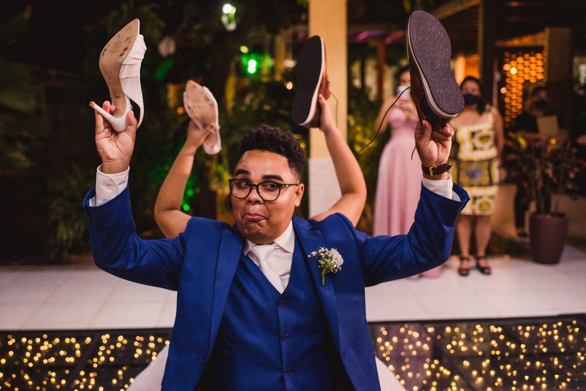 Fotografia casamento - jogo do sapato - noivos - casamento em balneario carapebus serra ES