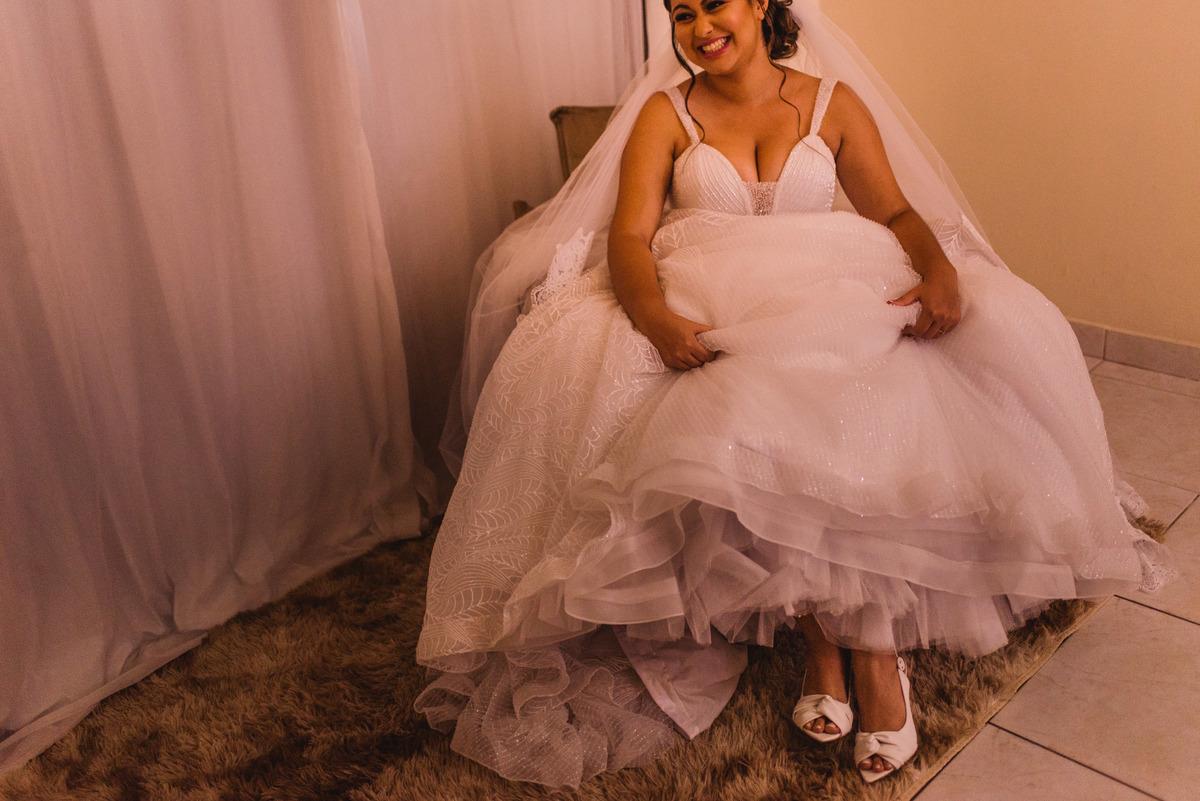 Fotografia Vestido de Noiva. Sapato de noiva. Casamento Balneario Carapebus Serra ES