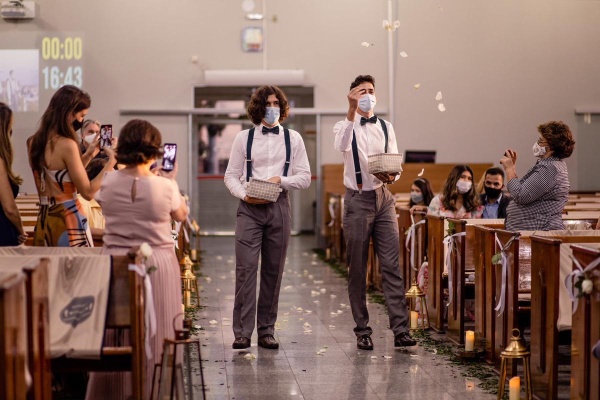 fotografia de casamento - iasd central de vitoria es - cortejo - pajens adultos - casamento na igreja - casamento de dia