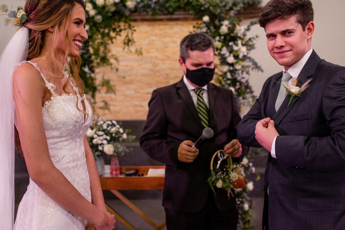 fotografia de casamento vitoria es - votos noivos - troca aliancas - casamento na igreja - casamento de dia
