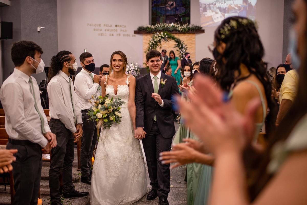 fotografia de casamento vitoria -es - saida dos noivos - recem casado - casamento igreja adventista central de vitoria