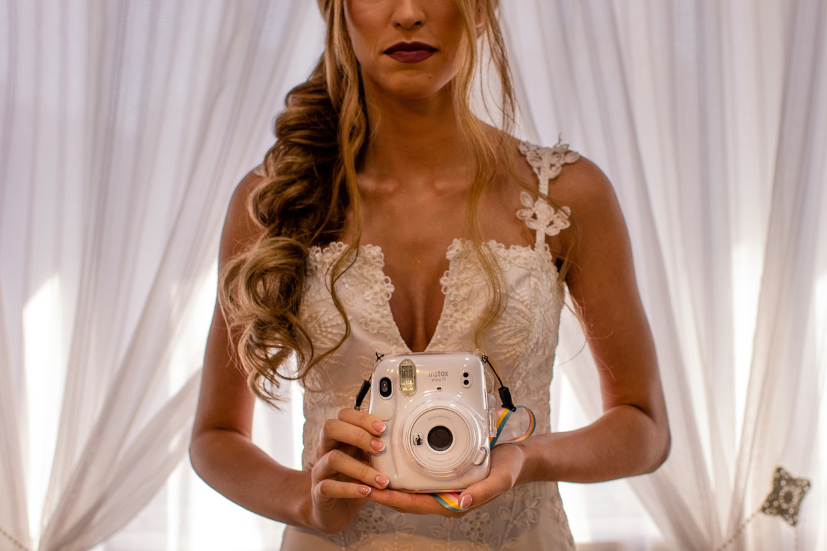 Fotografia casamento em vitória espirito santo - making of noiva - vestido de noiva - polaroid - espaço livia barros - makeup livia barros