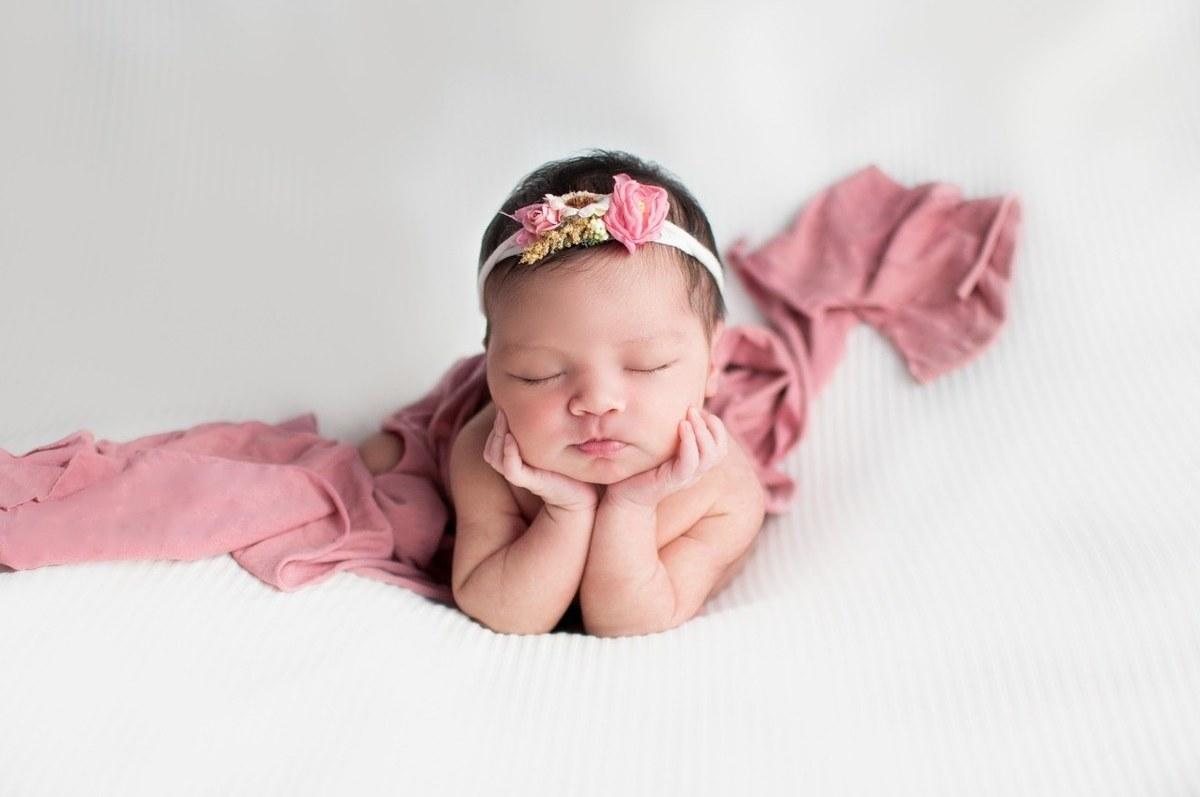 Imagem capa - Qual a melhor data para agendar o ensaio newborn de meu bebê? por Jaquelini da Rosa dos Anjos dos Santos