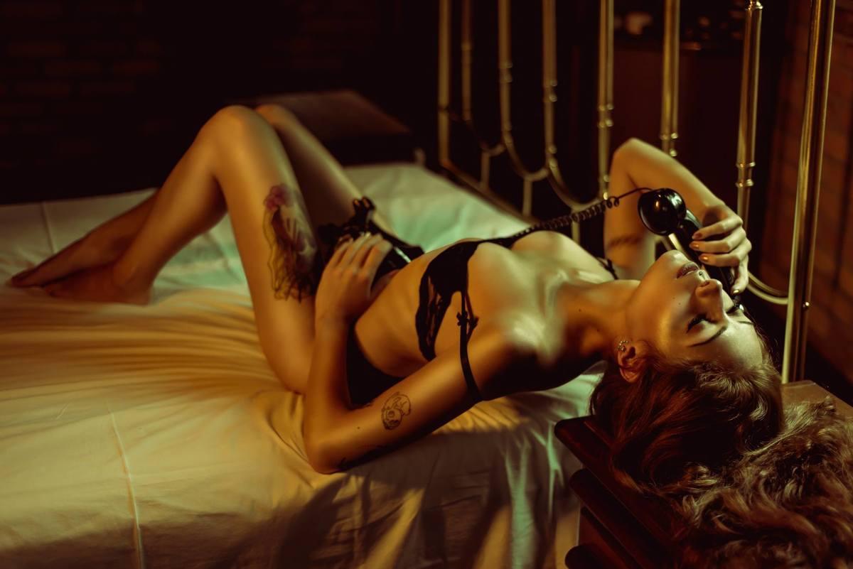 Imagem capa - 6 Músicas que NÃO podem faltar no seu ensaio sensual  por Jô Ferrari Fotografia