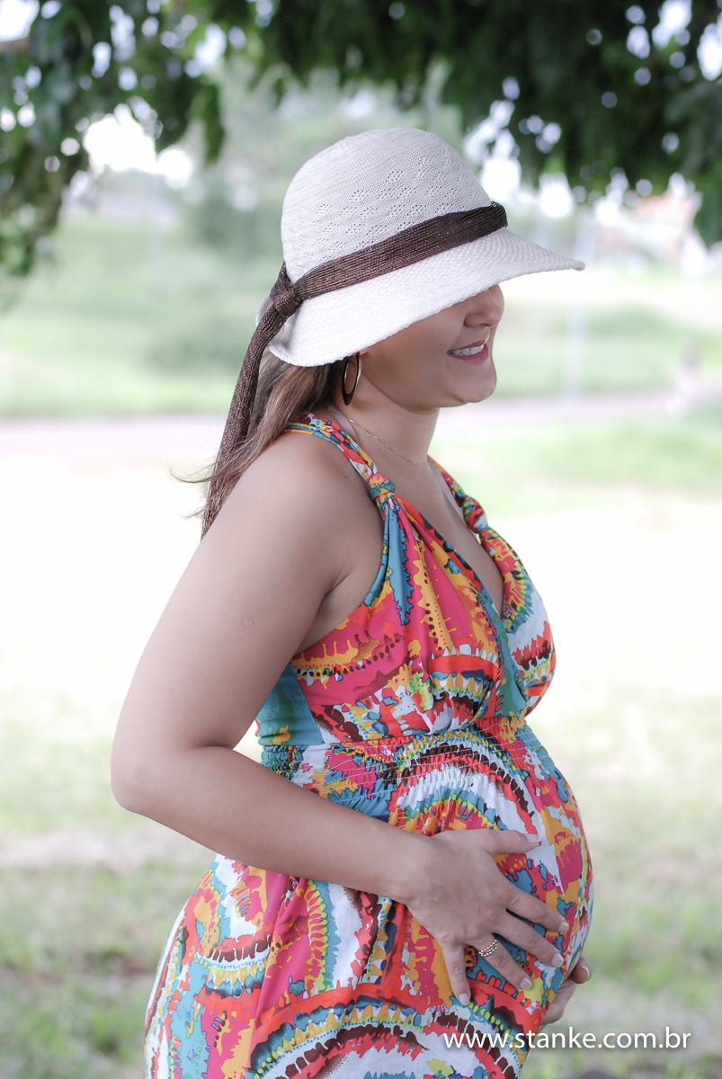 Gestante de lado com roupas, Heleonora a espera do Antonio, ensaio gestante em Campo Grande-MS