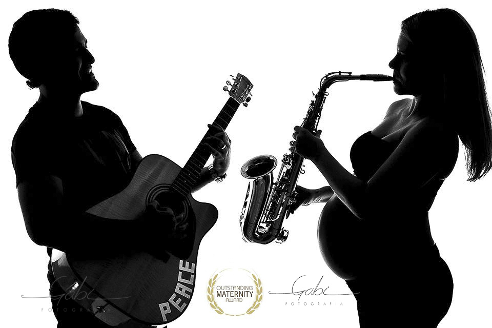 Imagem capa - Ensaio Gestante & Bebê - Tema Gostos da Família Música por Estúdio Gabi Fotografia