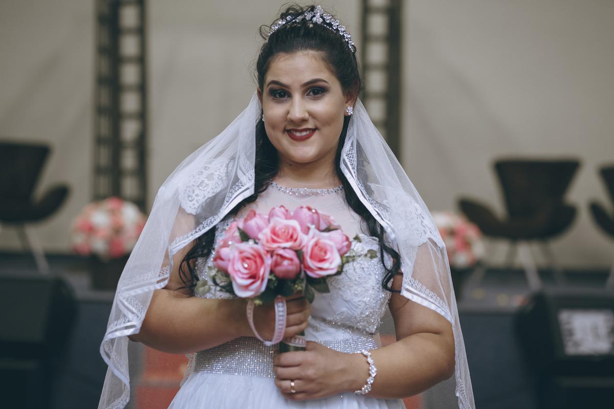 foto da noiva segurando o buque em sao paulo