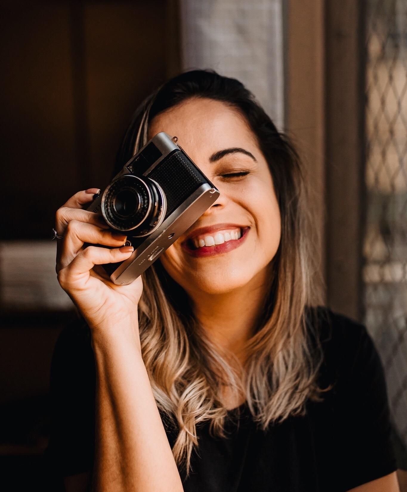 Sobre Caroline Tudesco | Fotografia Lifestyle de Famílias, Gestantes, Recém-nascidos, Partos, Pets e Aniversários Infantis | Campos dos Goytacazes/RJ