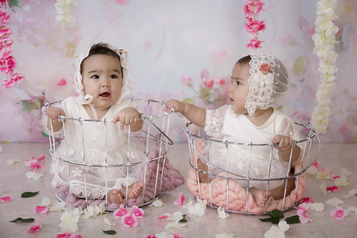 Momento que antecede o banho de leite das gêmeas.