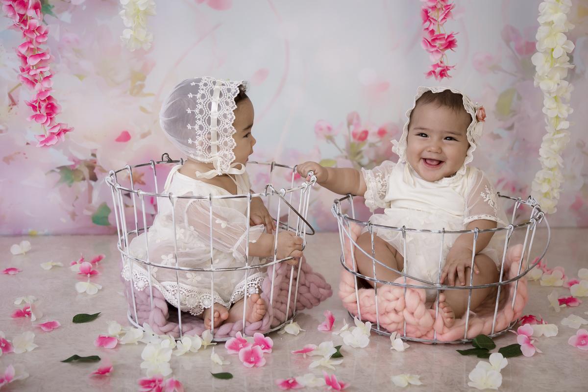 irmã pra vida toda, gêmeas em Brasília, amor em dose dulpa  no ensaio banho de leite.