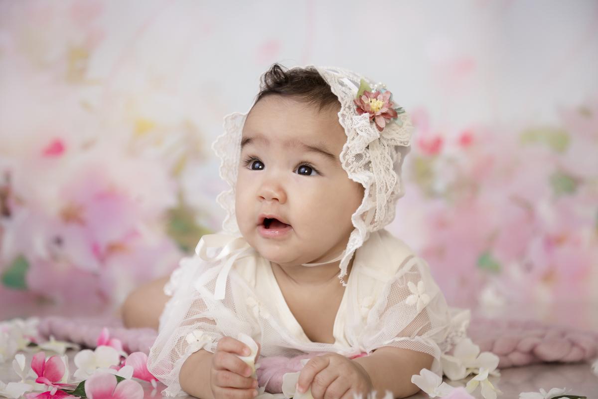 Bebe de 7 meses menina, ensaio banho de leite, fundo rosa