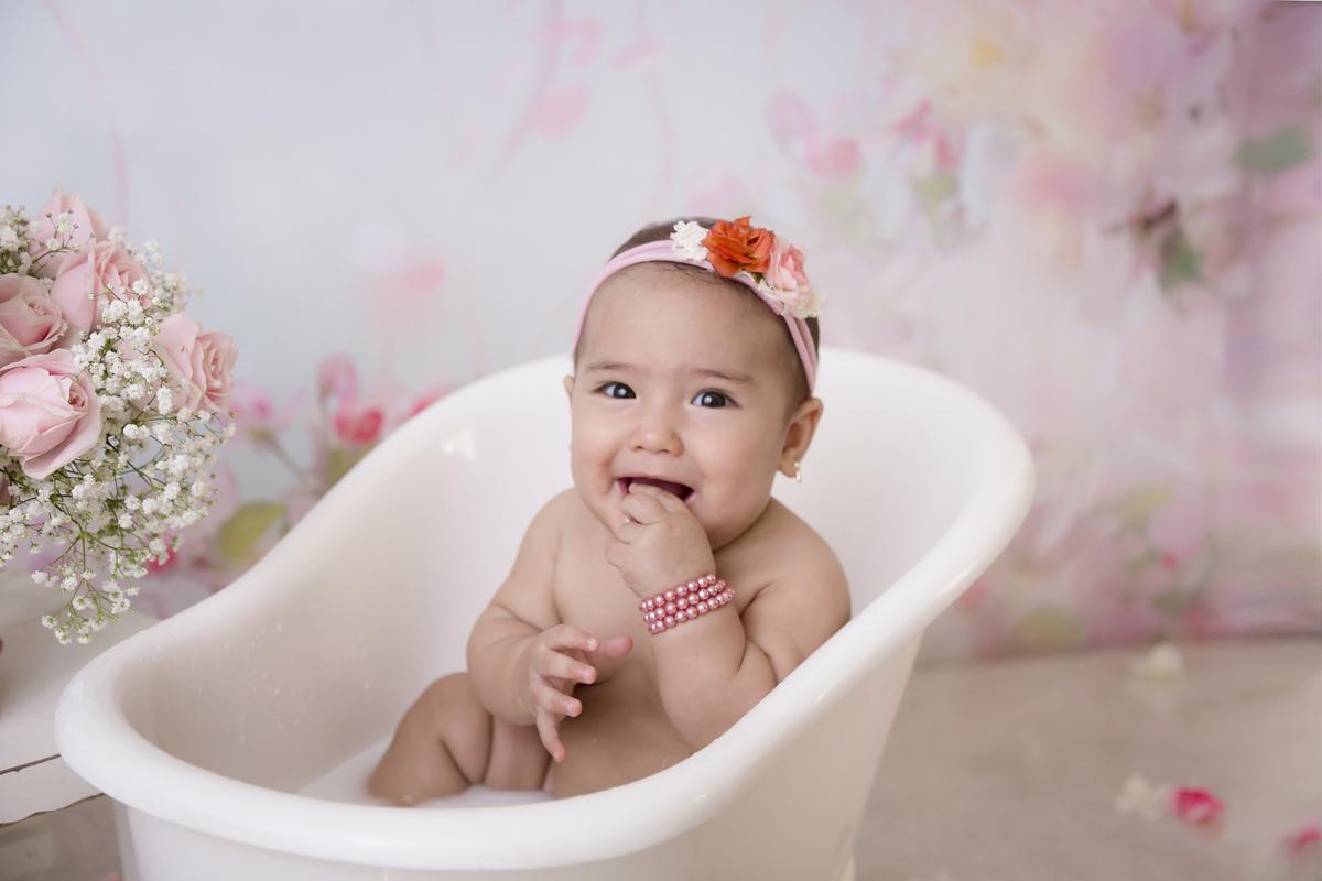 dedo na boca bebe de 7 meses, banho de leite, ensaio em Brasilia