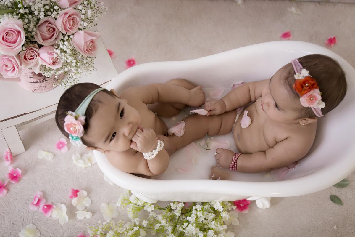 Gêmeas, ensaio banho de leite, Brasilia. DF