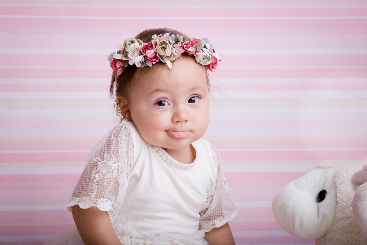 Bebe de 9 meses, ensaio acompanhamento primeiro ano, flores na cabeça