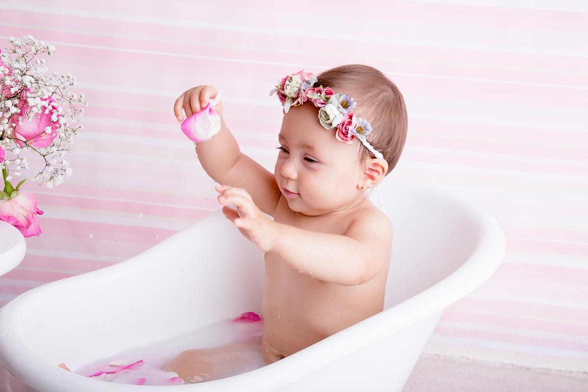 Banho de Leite em Brasília, ensaio de bebe de 9 meses